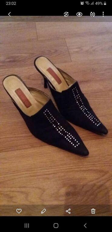Сандалии и шлепанцы в Кыргызстан: Продаю туфельки со стразами, под замшу. Очень мягкие, на каблуке! В