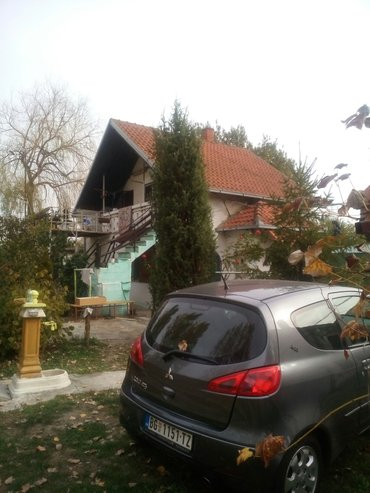 .Kuca na umci 120 mk dva stana   . Kuca na ravnom terenu ,legalizovana - Beograd