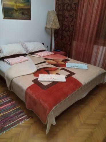 Bazen - Srbija: Prenociste - konak 1000 din/osobaSoba -francuski lezaj Upotreba