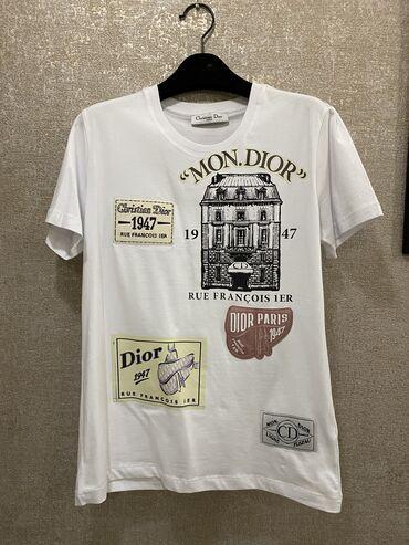 Женская одежда - Кыргызстан: Продаю футболку Dior. Не подошёл размер. Абсолютно новая!!!!