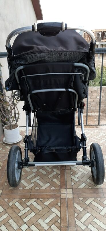 детская коляска - Azərbaycan: Usaq arabasi.hem uzanmaqcun hemde oturmaqcun olur