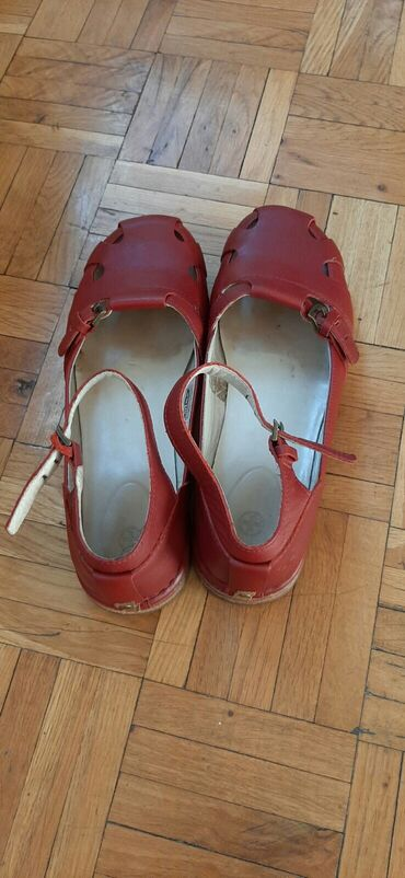 Dr martens - Srbija: Dr Martens cipele,original,par puta nosene,100% koza.Broj 38.Boja