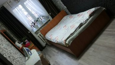продаётся двухспальный диван и туалетный столик с зеркалом в хорошем с в Бишкек