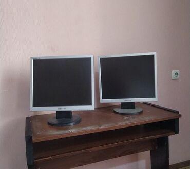 Мониторы - Кыргызстан: Продам мониторы от компьютера,2 шт,рабочие