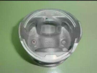 Комплект поршней и шатунов на двигатель 4м40 2.8 поршня в шорошем сост