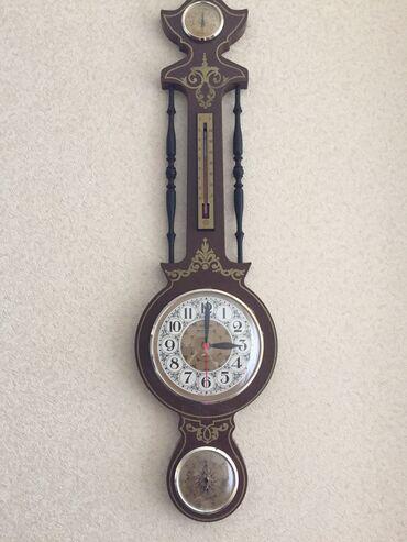 Qədimi divar saatı. İtaliyadan gətirilib 1980ci illərdə. Plastikdi