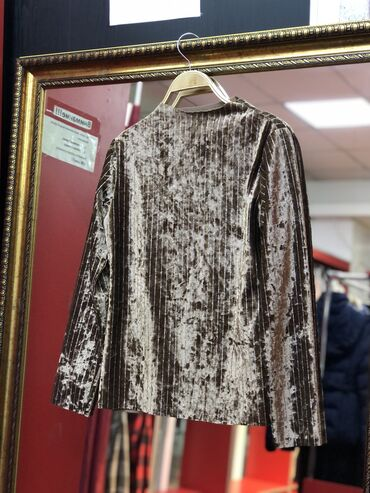 Нарядная бархатная блузка!новая!Цена-350 сом