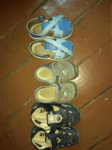 Детская обувь в Каракол: Г. Каракол Продаю детский обувь по 100 сом