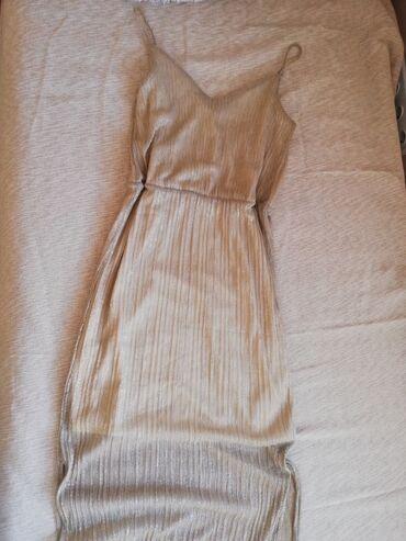 Svecana LC Waikiki duga haljina. Bez je boje sa zlatnim nitima. Ima