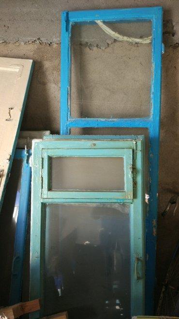 Продаются оконные рамы со стеклами и двери б/у (2 двери и 5 рам). в Каракол