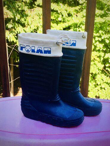 Prodajem odlicno ocuvane decije gumene cizme za kisu, marke Polar