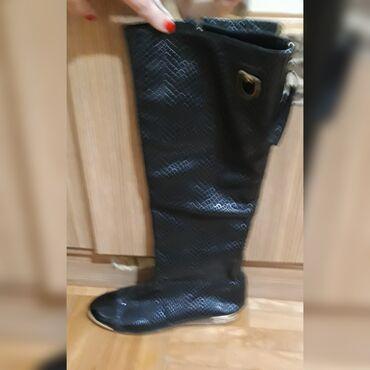 Ocuvane,lakovane cizme,2 puta nosene,veoma lrpo stoje