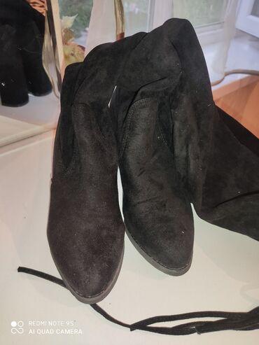 Женская обувь в Каракол: Здравствуйте всем. Сапоги черная 850сом и кожа серый 1000сом и зима