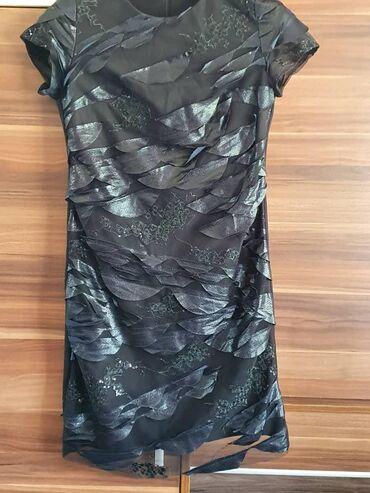 черное до колен платье в Кыргызстан: Черного цвета. 42 - 44размер. Чуть выше колен с кожаными вставками. Ку