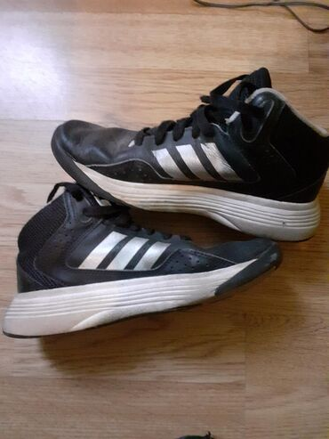 Original AdidasMade in VietnamBroj 34Unutrasnje gaziste 21cmCena 500