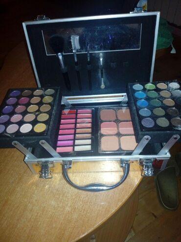 Personalni proizvodi | Smederevska Palanka: Kofer sa šminkom