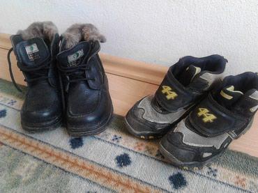 Dva para zimskih cipela za decaka 30.31 crne su nove a ove druge su - Beograd