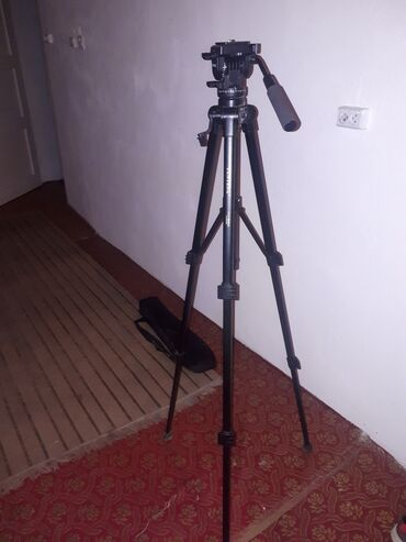 30 объявлений | ЭЛЕКТРОНИКА: Штатиф для камеры и фотоапарата,очень хорошем состояние все работаеть