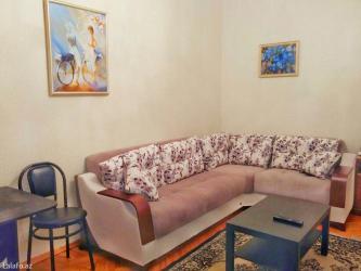 - Azərbaycan: Gundelik kiraye ev. Bakida sheherin merkezinde iceri seher m-sunun yan