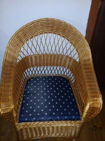 Kuća i bašta - Zajecar: Na prodaju garnitura ( veliki sto, jedan dvosed i 4 fotelje), bez