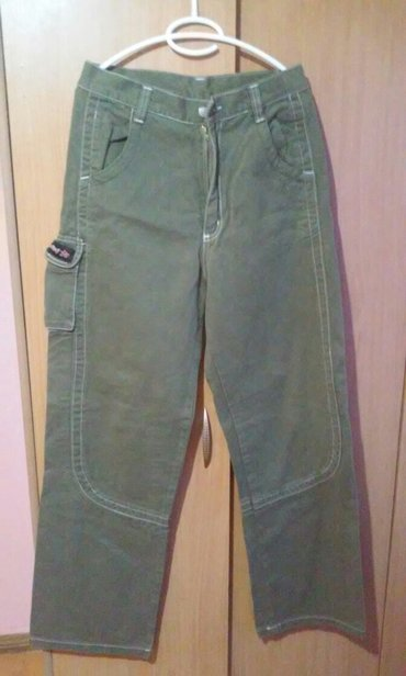 Interesantne muske pantalone,prelepa boja,prelaz iz maslinaste u - Vrnjacka Banja