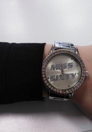 Original miss sixty sat, u super stanju, odlicno radi, lep i praktican
