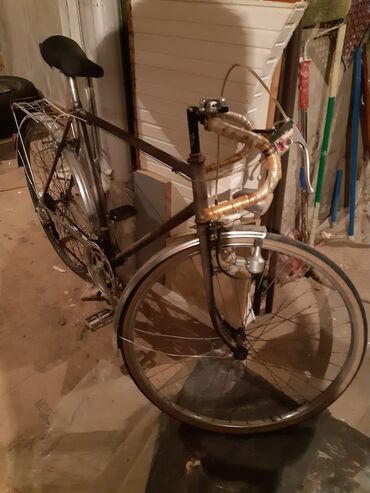 Muski sako - Srbija: Stariji trkacki bicikli. fale mu rucice i sajle za brzine ali se moze