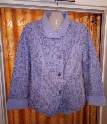синий пиджак женский в Кыргызстан: Продаю ветровку женскую куртку-пиджак голубого цвета с узором 48