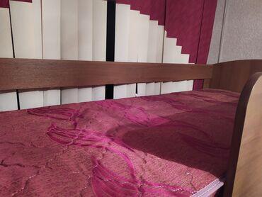 двухъярусные кровати бу в Кыргызстан: Продается двухъярусная кровать с матрасами и шкафчиками в отличном