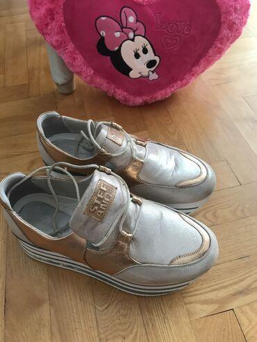 JeftinoTotalna rasprodaja Cipele+poklonVise br i vise modelaUz svaki