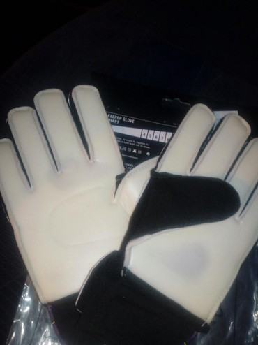 Golmanske rukavice dečije Umbro, veličina 4. Nove - Stara Pazova - slika 3