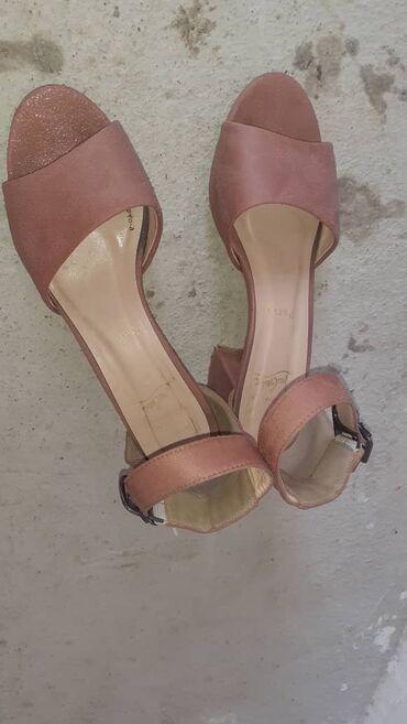 Женская обувь в Джалал-Абад: 1 жолу кийгем тойдо жаны бойдон 38 39 размер