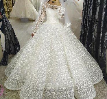 свадебное платье напрокат в Кыргызстан: СРОЧНО! Продам шикарное платье в цвете айвори. Размер 42-44