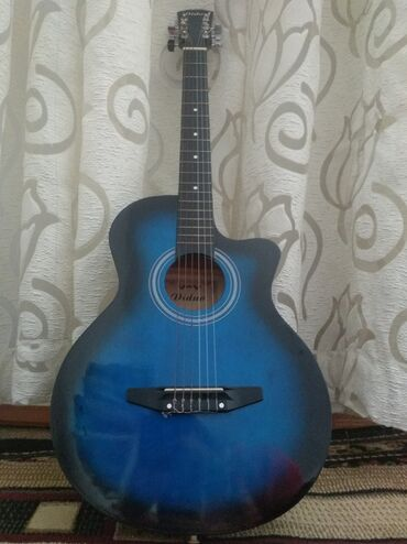 Музыкальные инструменты - Кыргызстан: Продаётся гитара в идеальном состоянииЖелезные струны, фирма Diduo