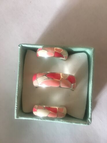 украшения под водолазку в Кыргызстан: Продаю очень красивый посеребрённый набор с эмалью, серьги и кольцо