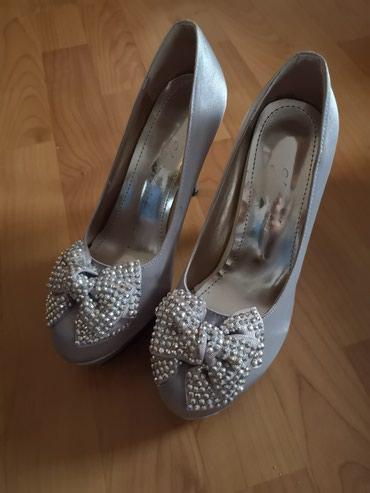 Zenske cipele, nošene jednom, zaista su kao nove. Sive boje, cirkoni - Smederevo