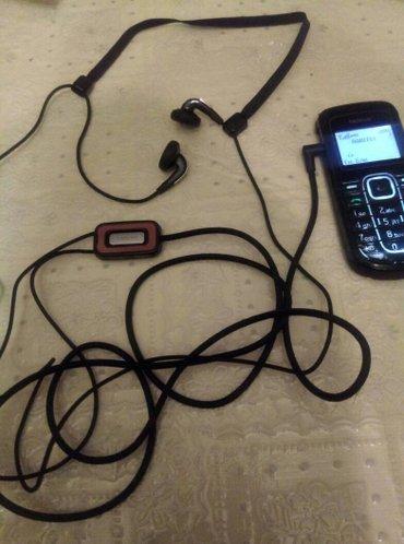 Bakı şəhərində Nokia naushnikidi yenidi. Nazik bashliqnandi yeni adi naushniklerden