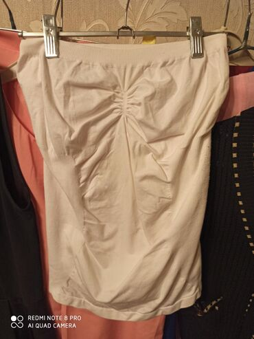 Турецкий белый топик 200 сом окончательно одевала пару раз. размер