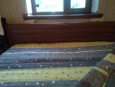Двуспальные кровати в Сокулук: Продаю двухспальную кровать с матрасом,и наматрасником в отличном
