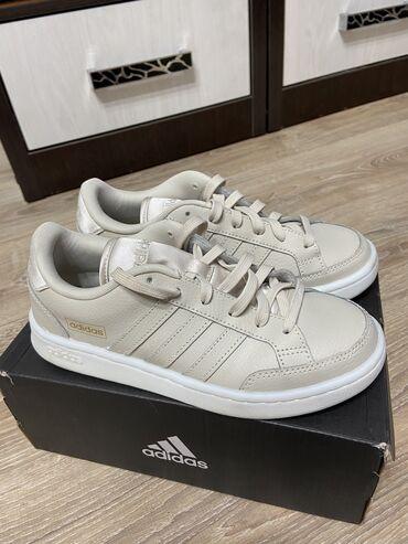 купить женскую обувь недорого в Кыргызстан: Продаю женские кроссовки Adidas Размер 38 Надевала один раз В идеально
