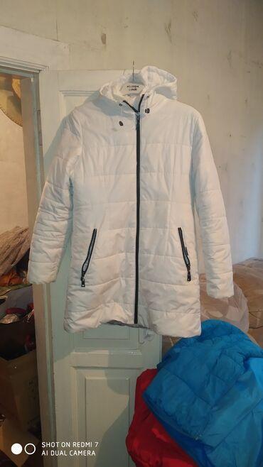 Куртка белая 46-48 размер в хорошем состояние 800 сом