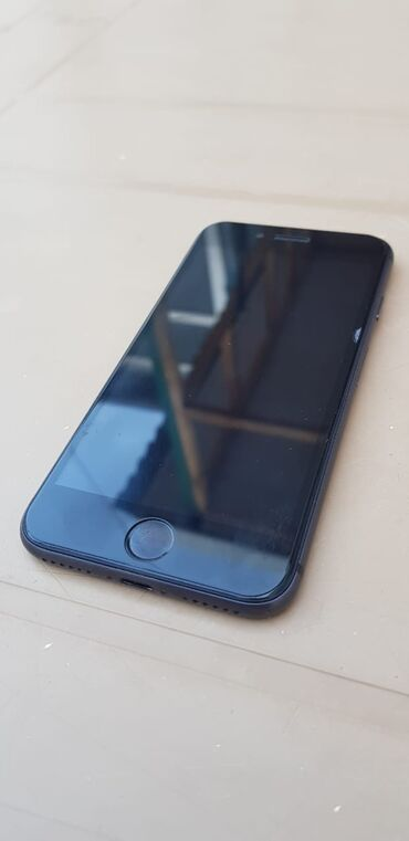 IPhone 8 64GB ideal vəziyətdədir. Heç bir problemi yoxdur. Hər şeyi