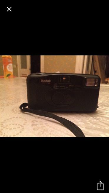 Bakı şəhərində Kodak fotoaparat plyonka ile ishleyir