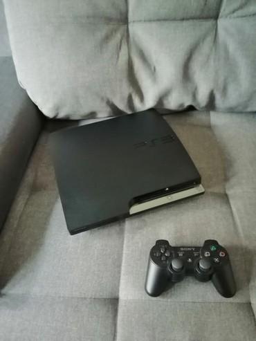 335 oglasa   VIDEO IGRE I KONZOLE: Sony playstation 3 modovan, u njemu hard od 500gb.  Uz njega dobijate