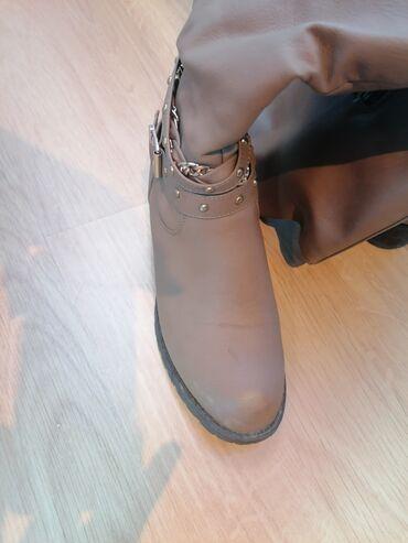Nalozene ravne čizme, obuvene 2 puta, 36 br al odgovara broju 37