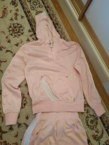 ярко розового цвета в Кыргызстан: Спортивный костюмженский для девочек очень модный ярко розового цвета