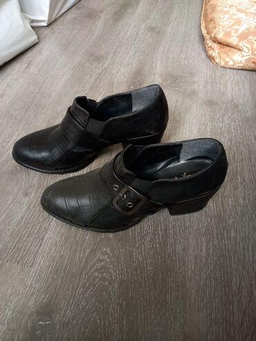 - Azərbaycan: Qadın ayaqqabısı