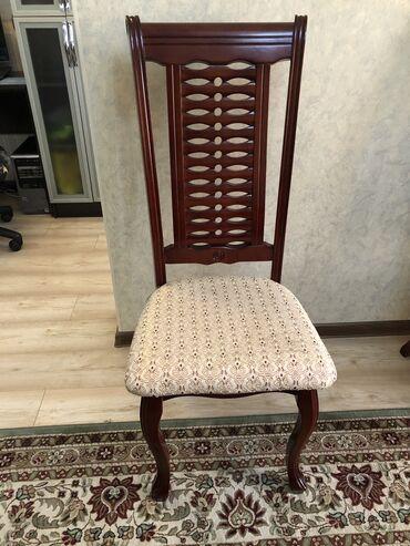Комплекты столов и стульев - Кыргызстан: Продаю стол со стульями. В хорошем состоянии. 10 стульев. Телефон