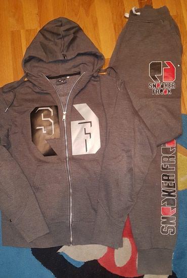 Sneaker Freak - tamno siva komplet trenerka. Gornji deo na rajsfeslus - Belgrade