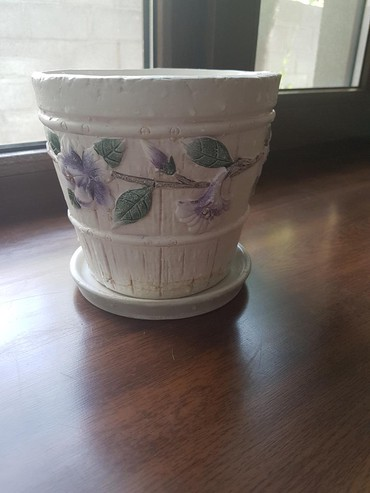 Продам керамический красивый горшок,высота 14 см,диаметр 15